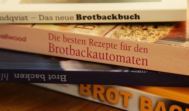 Stapel an Brotbackbüchern